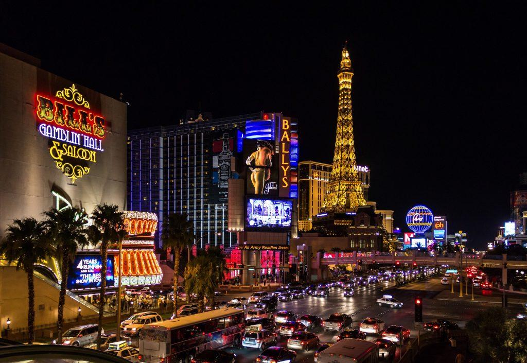 online-casino-versus-brick-and-mortar-vegas
