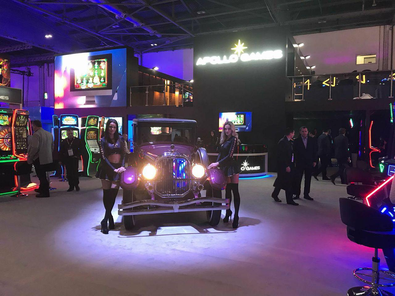 softgamings at ice 2018 car and girls